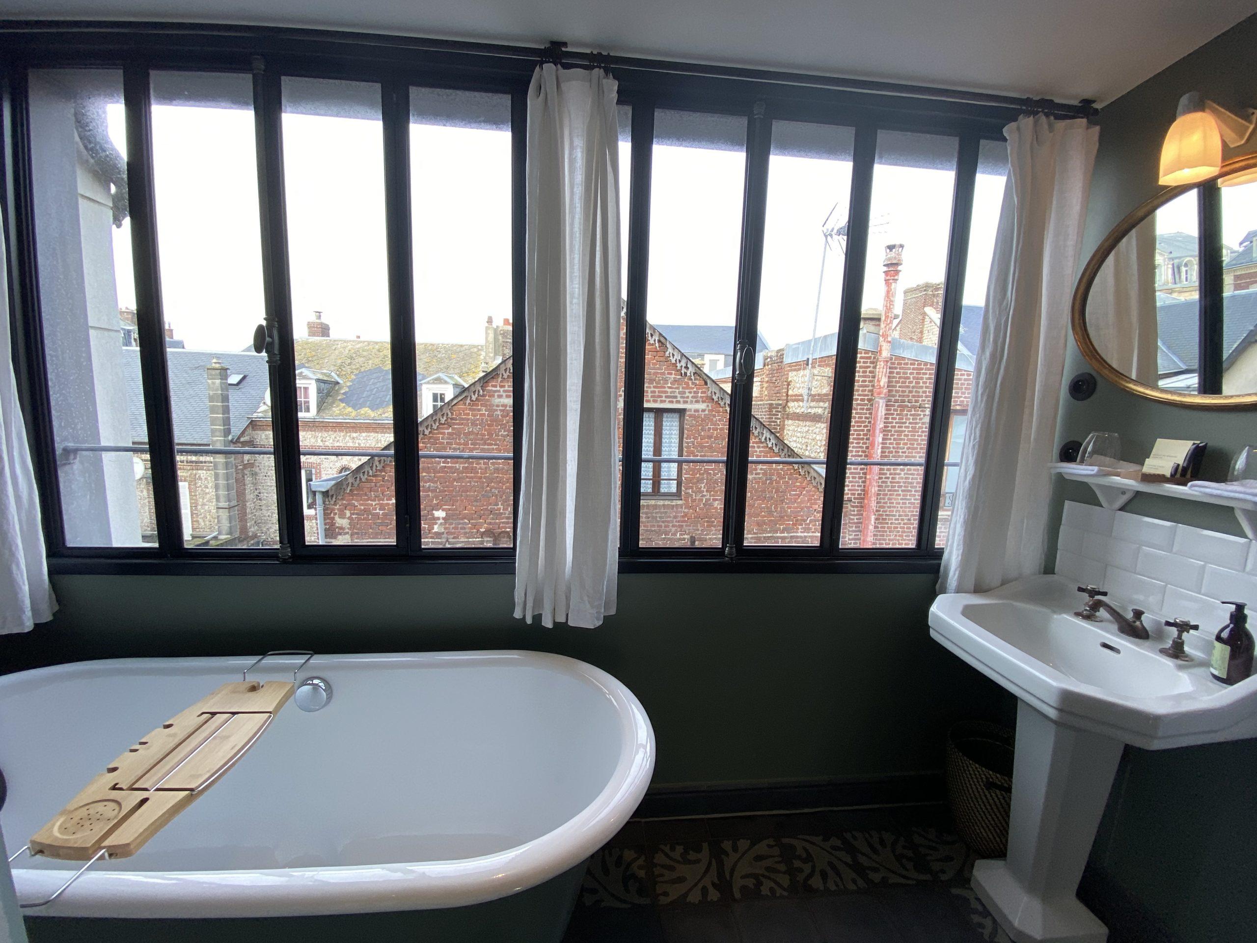 Chambre privée - lit double - Salle de bain privée